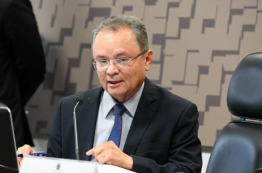 Subcomissão Temporária Usina de Belo Monte (CDRUBM) realiza reunião para apresentação e discussão do plano de trabalho.  À mesa, presidente da CDRUBM, senador Zequinha Marinho (PSC-PA), conduz reunião.  Foto: Roque de Sá/Agência Senado