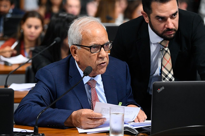 O relator, senador Oriovisto Guimarães, votou favoravelmente ao projeto e apresentou dados que demonstram que empréstimos sem garantias levam a taxas de juros muito elevadas