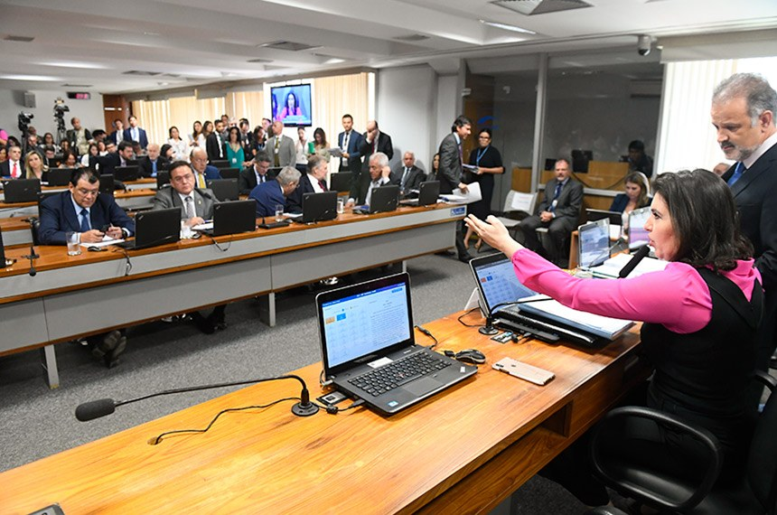 Comissão de Constituição, Justiça e Cidadania (CCJ) realiza reunião com 26 itens. Entre eles, a MSF 53/2019, que trata de indicação para o cargo de procurador-geral da República.  À mesa, presidente da CCJ, senadora Simone Tebet (MDB-MS), conduz reunião.  Bancada: senador Eduardo Braga (MDB-AM);  senador Roberto Rocha (PSDB-MA);  senador Antonio Anastasia (PSDB-MG);  senador Tasso Jereissati (PSDB-CE); senador Otto Alencar (PSD-BA).  Foto: Marcos Oliveira/Agência Senado
