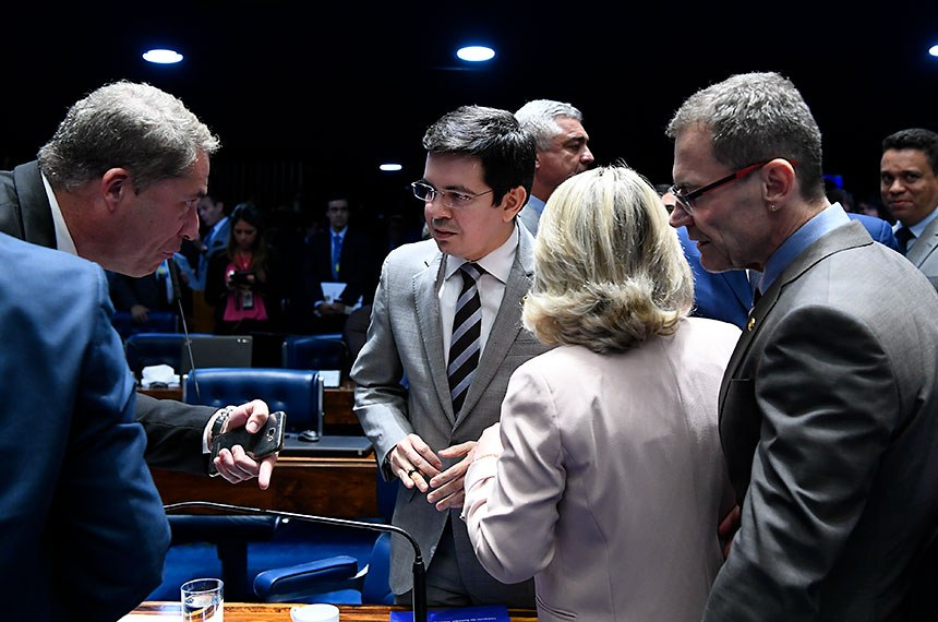 O senador Randolfe Rodrigues (Rede-AP) lamentou a rejeição, pelos senadores, dos membros do Ministério Público para integrar o CNMP