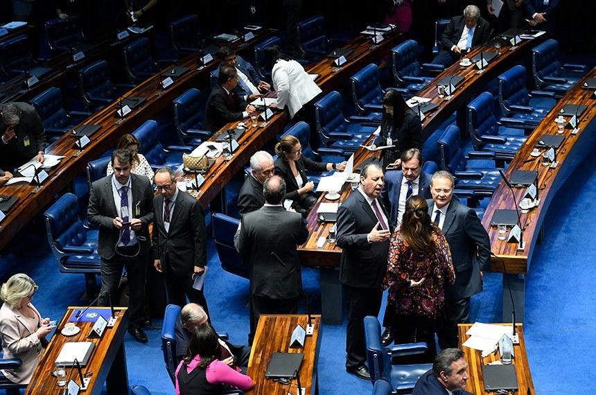 Plenário do Senado Federal durante sessão deliberativa ordinária. Ordem do dia: na pauta a PEC paralela da Previdência (PEC 133/2019).  Participam: senador Renan Calheiros (MDB-AL);  senador Acir Gurgacz (PDT-RO);  senadora Kátia Abreu (PDT-TO);  senador Omar Aziz (PSD-AM).  Foto: Roque de Sá/Agência Senado