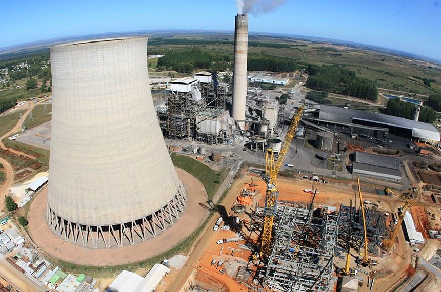 Obra da usina termelétrica Candiota 3 no Rio Grande do Sul.