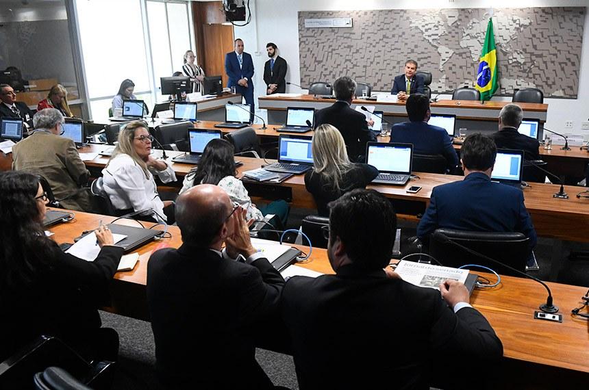 Comissão de Relações Exteriores e Defesa Nacional (CRE) realiza reunião deliberativa com 12 itens.  À mesa, presidente da CRE, senador Nelsinho Trad (PSD-MS).  Foto: Marcos Oliveira/Agência Senado