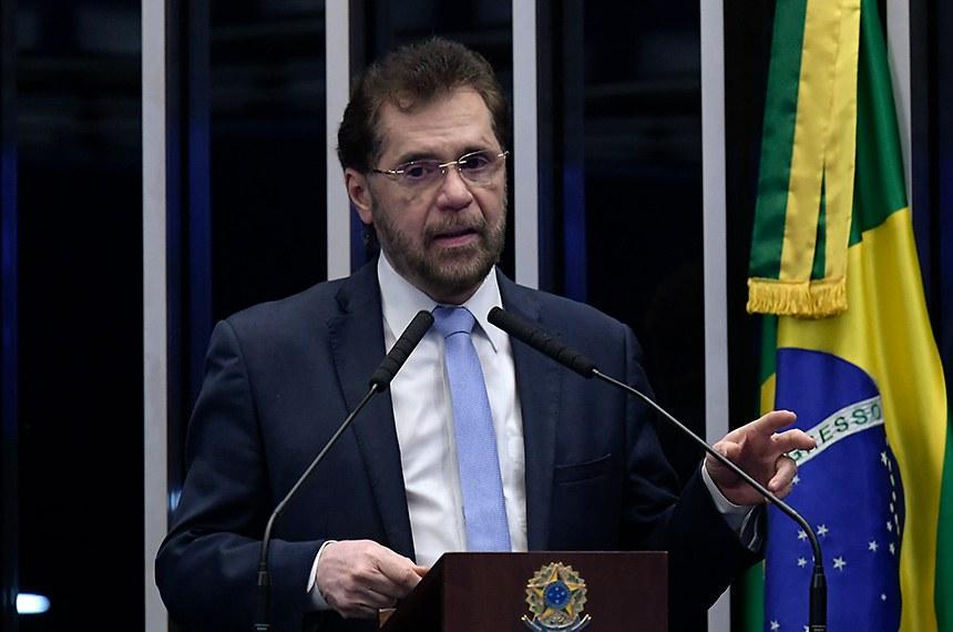 Plenário do Senado Federal durante sessão deliberativa ordinária.   À tribuna, em discurso, senador Plínio Valério (PSDB-AM).  Foto: Waldemir Barreto/Agência Senado