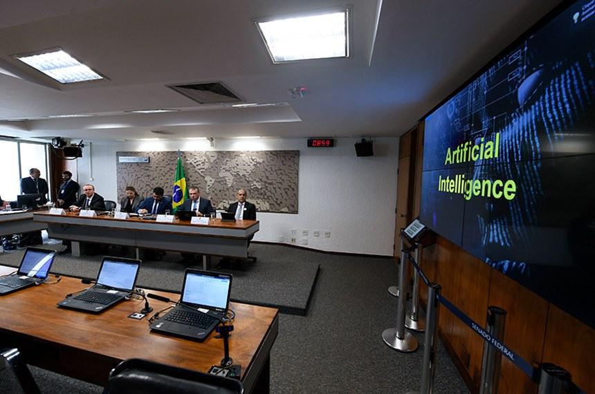 Comissão de Relações Exteriores e Defesa Nacional (CRE) realiza audiência pública interativa com o objetivo de debater o Programa de Defesa Cibernética.   Mesa: vice-Presidente da Associação Nacional de Certificação Digital (ANCD), Márcio da Silva Nunes; gerente geral do Centro de Estudos, Resposta e Tratamento de Incidentes de Segurança no Brasil (CERT.br), Cristine Hoepers; vice-presidente da CRE, senador Marcos do Val (Podemos-ES); diretor de Segurança Digital na Empresa Telefônica Brasil e Professor da Universidade Estadual de Campinas (Unicamp), Ilton Duccini; diretor Setorial da Comissão Executiva de Segurança Cibernética da Febraban, junto ao Banco do Brasil, Eduardo Bergo.   Foto: Edilson Rodrigues/Agência Senado