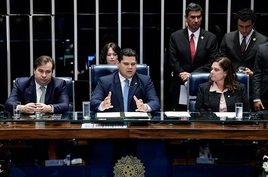 Da esq. para a dir.: deputado Rodrigo Maia, presidente da Câmara, senador Davi Alcolumbre, presidente do Senado, e deputada Soraya Santos, primeira-secretária da Câmara