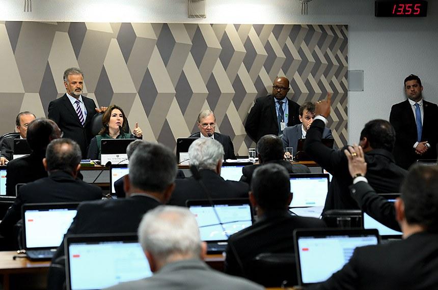 Comissão de Constituição, Justiça e Cidadania (CCJ) realiza reunião deliberativa com item único: PEC 6/2019, que modifica o sistema de previdência social.   Mesa:  vice-presidente da CCJ, senador Jorginho Mello (PL-SC);  presidente da CCJ, senadora Simone Tebet (MDB-MS);  relator da PEC 6/2019, senador Tasso Jereissati (PSDB-CE).  Foto: Roque de Sá/Agência Senado
