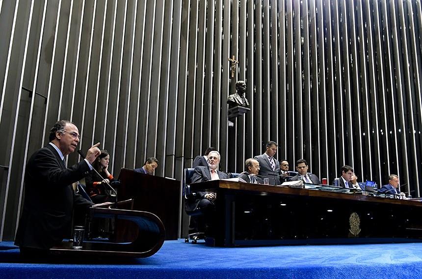 Plenário do Senado Federal durante sessão deliberativa extraordinária. Ordem do dia.  Votação dos destaques para a proposta de emenda à Constituição (PEC) 6/2019, da reforma da Previdência.    Em discurso, à tribuna, senador Fernando Bezerra Coelho (MDB-PE).  Mesa: senador Jorginho Mello (PL-SC);  presidene do Senado, senador Davi Alcolumbre (DEM-AP); senador Eduardo Gomes (MDB-TO);  senador Alvaro Dias (Podemos-PR).  Foto: Waldemir Barreto/Agência Senado