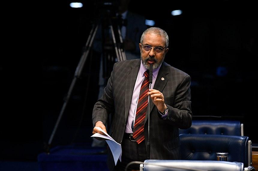 Plenário do Senado Federal durante sessão deliberativa ordinária. Em pronunciamento, à bancada, senador Paulo Paim (PT-RS). Foto: Jefferson Rudy/Agência Senado