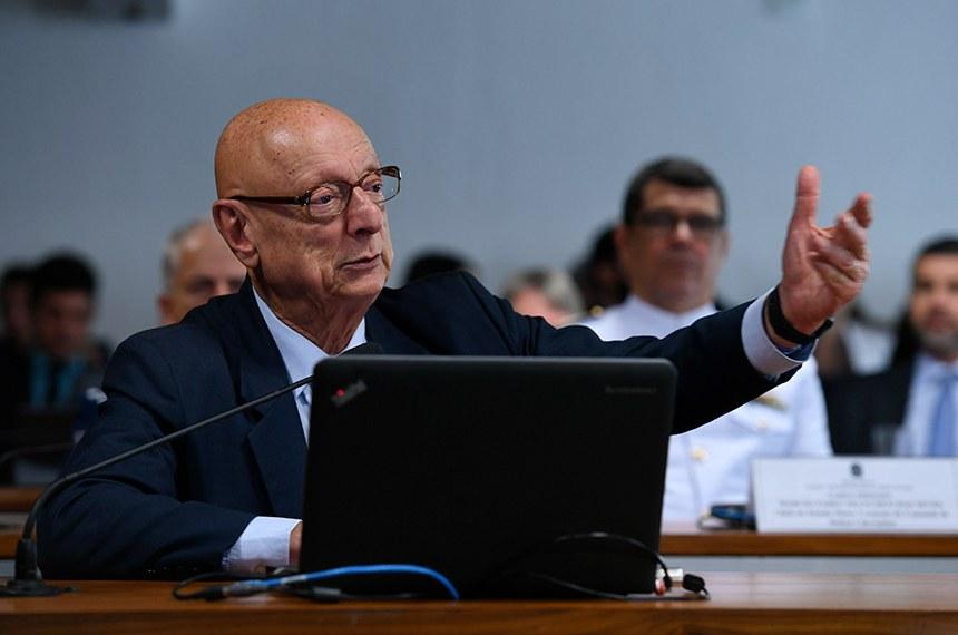 Comissão de Relações Exteriores e Defesa Nacional (CRE) realiza audiência pública interativa para avaliar o Programa de Defesa Cibernética.  Em pronuciamento, à bancada, senador Esperidião Amin (PP-SC).  Foto: Edilson Rodrigues/Agência Senado