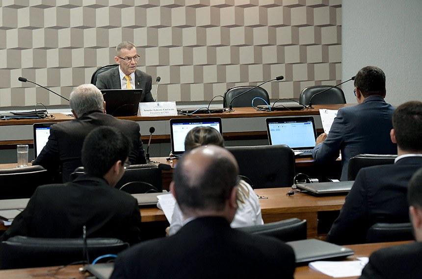 Comissão de Meio Ambiente (CMA) realiza reunião deliberativa com 11 itens, entre eles, o PLC 78/2017, que modifica a definição de semiárido.   À mesa, presidente da CMA, senador Fabiano Contarato (Rede-ES).  Foto: Waldemir Barreto/Agência Senado