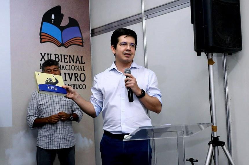 Senado recebe estudantes de direito e lança livro sobre JK na bienal do livro de PE.