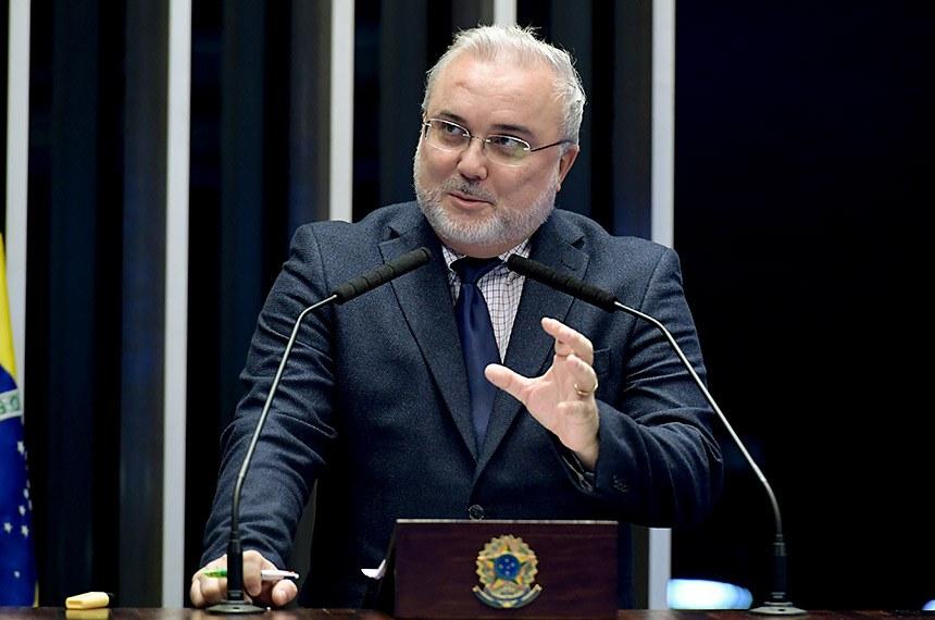 Plenário do Senado Federal durante sessão não deliberativa.   Em discurso, à tribuna, senador Jean Paul Prates (PT-RN).  Foto: Waldemir Barreto/Agência Senado