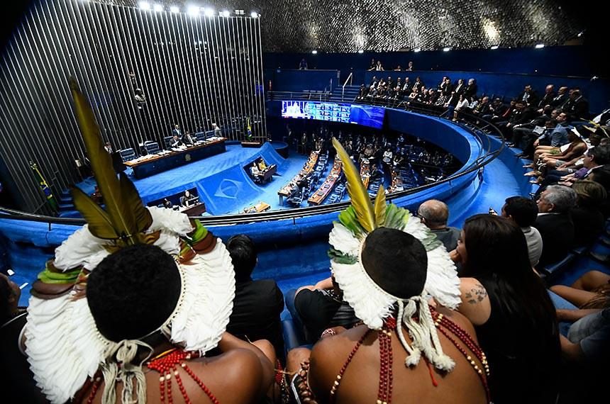 Plenário do Senado Federal durante sessão deliberativa ordinária. Ordem do dia.   Da galeria, comunidades indígenas acompanham sessão.  Foto: Marcos Oliveira/Agência Senado