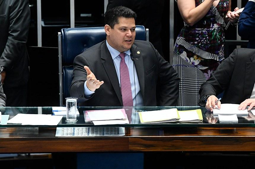 Plenário do Senado Federal durante sessão deliberativa ordinária. Ordem do dia.   À mesa, presidente do Senado, senador Davi Alcolumbre (DEM-AP).  Foto: Marcos Oliveira/Agência Senado