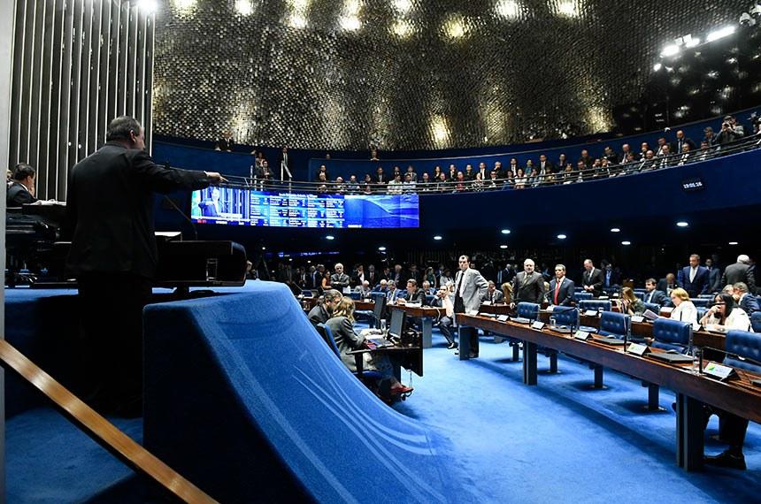 Plenário do Senado Federal durante sessão deliberativa ordinária. Ordem do dia.  Em discurso, à tribuna, senador Omar Aziz (PSD-AM).  Foto: Roque de Sá/Agência Senado