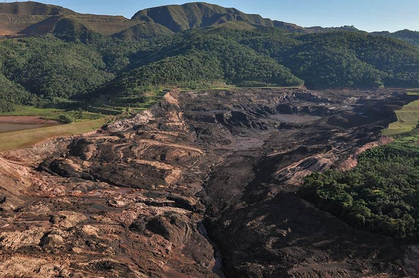 Rompimento de barragem da mineradora Vale em Brumadinho, em Minas Gerais, em janeiro de 2019, resultou em catástrofe socioambiental com centenas de mortos