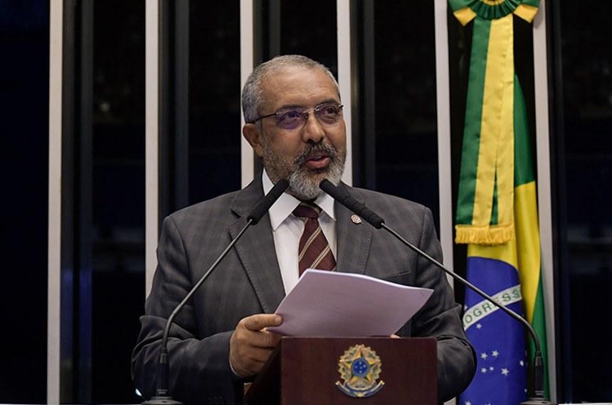 Plenário do Senado Federal durante sessão deliberativa ordinária.   À tribuna, em discurso, senador Paulo Paim (PT-RS).  Foto: Waldemir Barreto/Agência Senado