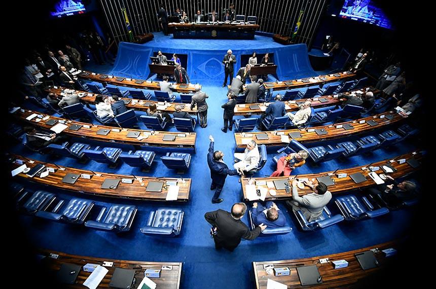 Plenário do Senado Federal durante sessão deliberativa ordinária. Ordem do dia.   À mesa, presidente do Senado Federal, senador Davi Alcolumbre (DEM-AP), conduz sessão.  Foto: Marcos Oliveira/Agência Senado