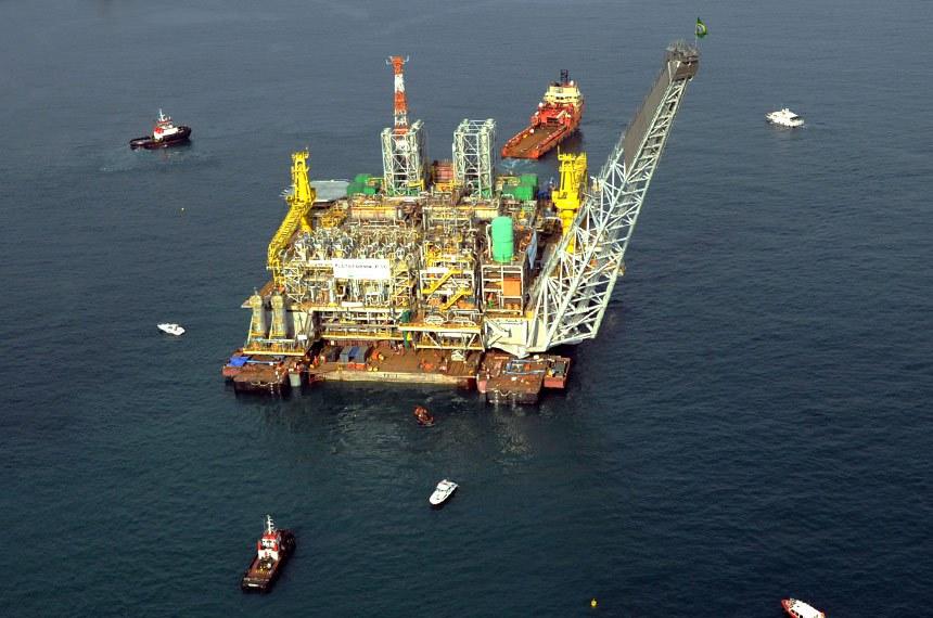 Plataforma de petróleo da petrobrás no Rio de Janeiro.