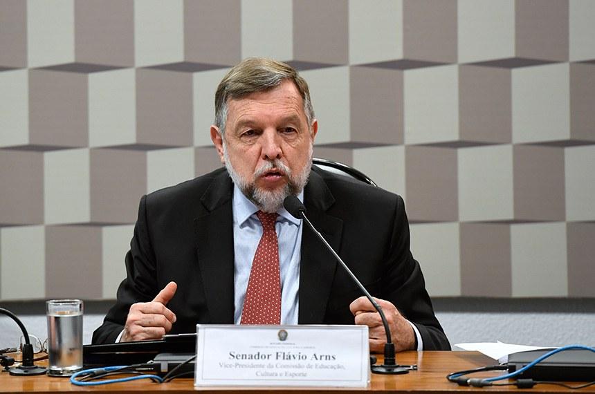 Data busca chamar a atenção para a doença, diz o autor do projeto, senador Flávio Arns
