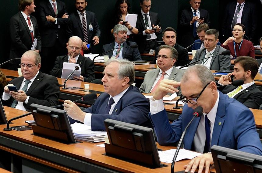 Comissão Mista de Planos, Orçamentos Públicos e Fiscalização (CMO) realiza reunião com 5 itens. Na pauta, relatório preliminar apresentado ao projeto da Lei de Diretrizes Orçamentárias (LDO) de 2020 (PLN 5/19).  (E/D): senadora Kátia Abreu (PDT-TO); deputado Hildo Rocha (MDB-MA) senador Izalci (PSDB-DF). deputado Bohn Gass (PT-RS).  Foto: Waldemir Barreto/Agência Senado