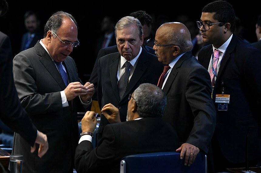 Plenário do Senado Federal durante sessão deliberativa ordinária.   Participam: senador Fernando Bezerra Coelho (MDB-PE);  senador Paulo Paim (PT-RS);  senador Tasso Jereissati (PSDB-CE);  ex-deputado Chiquinho Escórcio.  Foto: Jefferson Rudy/Agência Senado