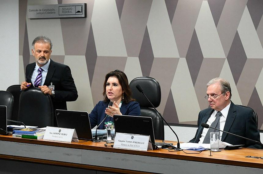 Comissão de Constituição, Justiça e Cidadania (CCJ) realiza reunião deliberativa com item único. Emendas de Plenário à PEC 6/2019, que modifica o sistema de previdência social.   Mesa:  presidente da CCJ, senadora Simone Tebet (MDB-MS);  relator da PEC 6/2019, senador Tasso Jereissati (PSDB-CE).  Foto: Marcos Oliveira/Agência Senado