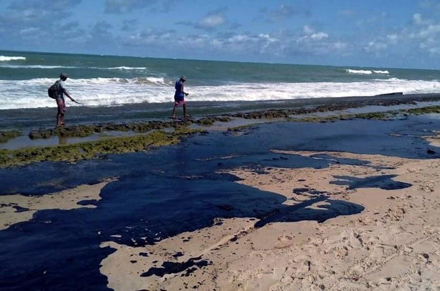Alagoas 12 10 2019 Extensa mancha de óleo é vista na praia do Pontal do Peba, vizinha à foz do Rio São Francisco em Alagoas foto Simone Santos/ Projeto Praia Limpa