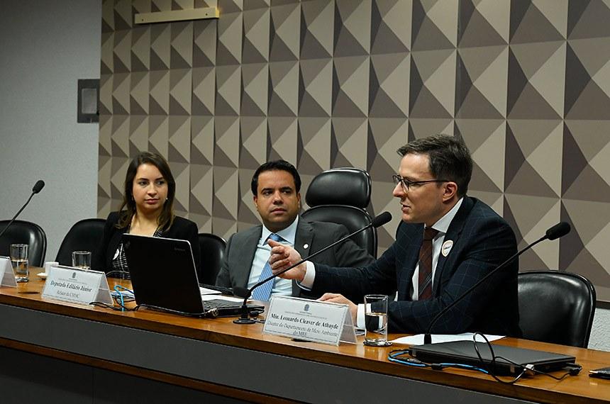 Comissão Mista Permanente sobre Mudanças Climáticas (CMMC) realiza audiência pública interativa para debater o seguinte tema: