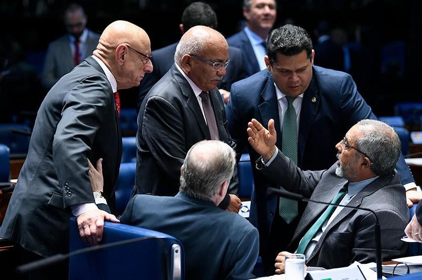 Plenário do Senado Federal durante sessão deliberativa extraordinária.   Participam: senador Esperidião Amin (PP-SC);  deputado distrital Chico Vigilante (PT-DF);  presidente do Senado, senador Davi Alcolumbre (DEM-AP);  senador Paulo Paim (PT-RS); senador Tasso Jereissati (PSDB-CE).  Foto: Pedro França/Agência Senado