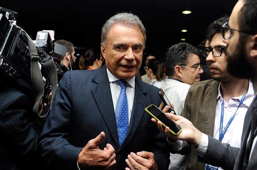 Senador Alvaro Dias (Pode-PR) concede entrevista.  Foto: Jonas Pereira/Agência Senado
