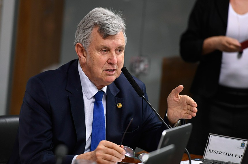 O senador Luis Carlos Heinze (PP-RS) é o presidente da comissão mista que examina a MP 897