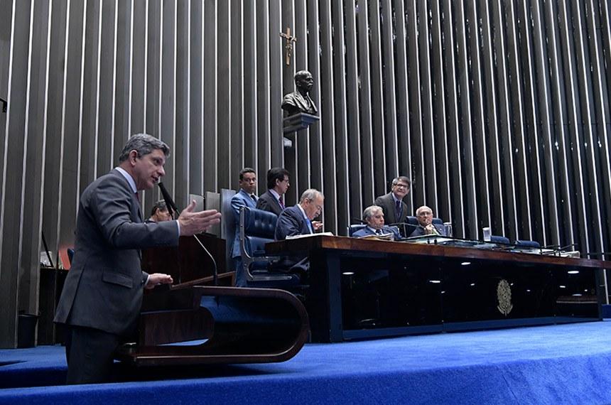Plenário do Senado Federal durante sessão deliberativa ordinária.   Em pronunciamento, à tribuna, senador Rogério Carvalho Santos (PT-SE).  Mesa: senador Chico Rodrigues (DEM-RR);  senador Izalci (PSDB-DF);  senador Lasier Martins (Podemos-RS).  Foto: Waldemir Barreto/Agência Senado
