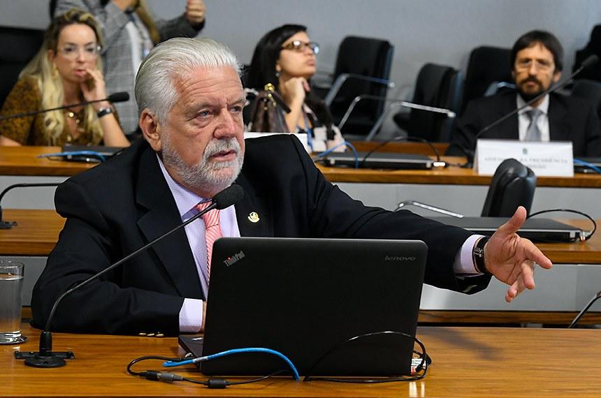 Subcomissão Temporária sobre o favorecimento à Leros (CRESTL) realiza reunião para apreciação do plano de trabalho.  À bancada, em pronunciamento, relator da CRESTL, senador Jaques Wagner (PT-BA).  Foto: Roque de Sá/Agência Senado