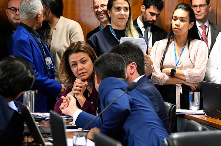 Comissão de Constituição, Justiça e Cidadania (CCJ) realiza reunião deliberativa com 28 itens. Entre eles, o PLS 170/2014, que estabelece quarentena para ministro do Tribunal de Contas da União (TCU) que deixar o cargo. \r\rParticipam:\rsenadora Leila Barros (PSB-DF); \rsenador Marcos do Val (Podemos-ES); \rsenador Marcos Rogério (DEM-RO).\r\rFoto: Jane de Araújo/Agência Senado