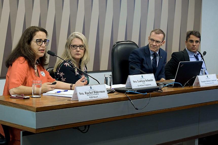 """Comissão de Meio Ambiente (CMA) realiza audiência pública interativa para receber """"Contribuições em aspectos jurídicos da política sobre clima"""", e para instruir a avaliaçãoa da Política Nacional de Mudança do Clima.  Em pronunciamento, diretora-executiva do WRI Brasil, Rachel Biderman.  Mesa: diretora-executiva do WRI Brasil, Rachel Biderman; sócia e consultora ambiental, Larissa Schmidt; presidente da CMA, senador Fabiano Contarato (Rede-ES); coordenador do Projeto Radar, André Lima.  Foto: Waldemir Barreto/Agência Senado"""