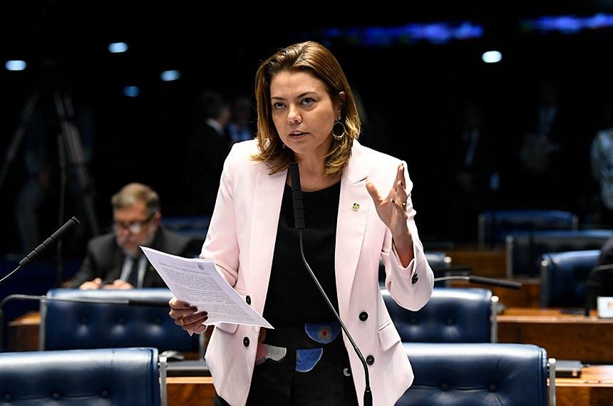 A senadora Leila Barros (PSB-DF) é a relatora do PLC 12/2017; texto aumenta o rigor da punição contra torcedores violentos e segue para a sanção presidencial