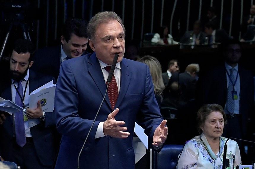 Plenário do Senado Federal durante sessão deliberativa ordinária. Ordem do dia.   À bancada, em pronunciamento, senador Alvaro Dias (Podemos-PR).  Foto: Waldemir Barreto/Agência Senado