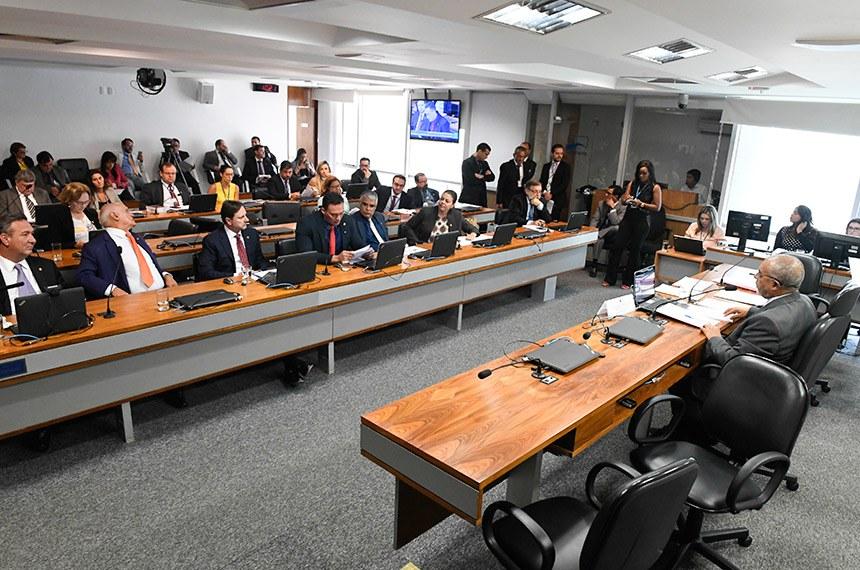 Comissão de Direitos Humanos e Legislação Participativa (CDH) realiza reunião deliberativa com 06 itens. Entre eles, o PLS 402/2018, que trata de normas de acessibilidade para o desenvolvimento urbano.   À mesa, presidente da CDH, senador Paulo Paim (PT-RS).   Bancada:  senador Lucas Barreto (PSD-AP);  senador Lasier Martins (Pode-RS);  senador Acir Gurgacz (PDT-RO);  senador Styvenson Valentim (Pode-RN);  senador Eduardo Girão (Pode-CE);  senadora Leila Barros (PSB-DF);  senador Flávio Arns (Rede-PR);  senadora Zenaide Maia (Pros-RN).   Foto: Edilson Rodrigues/Agência Senado