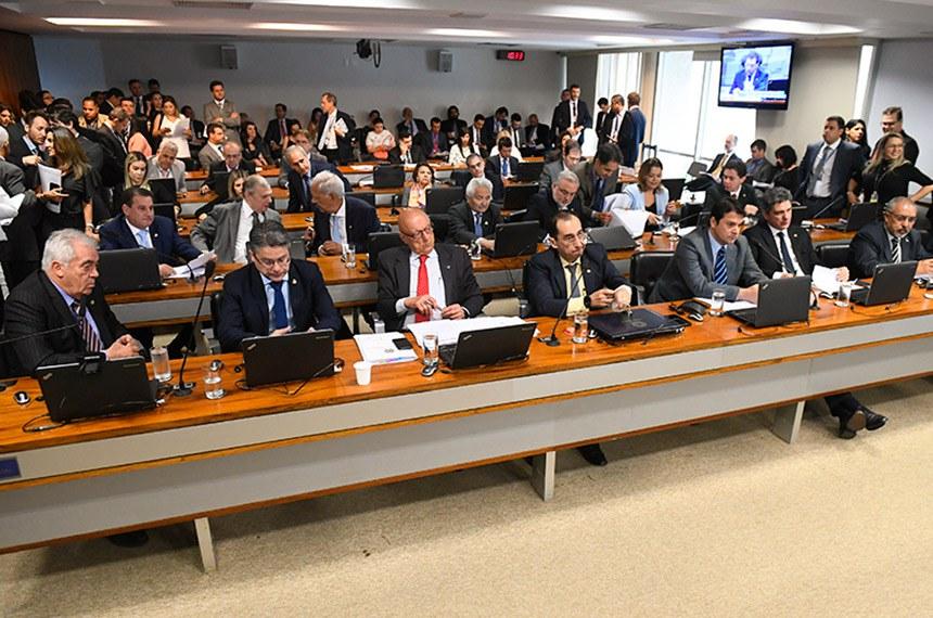 Comissão de Assuntos Econômicos (CAE) realiza reunião com 18 itens. Entre eles, o PLS 466/2015, que impede o contingenciamento de recursos para as parcerias e convênios.  Participam: senador Otto Alencar (PSD-BA);  senador Alessandro Vieira (Cidadania-SE);  senador Esperidião Amin (PP-SC);  senador Jorge Kajuru (Cidadania-GO);  senador Paulo Paim (PT-RS);  senador Rogério Carvalho Santos (PT-SE); senador Tasso Jereissati (PSDB-CE); senador Reguffe (Podemos-DF); senador Jean Paul Prates (PT-RN).  Foto: Marcos Oliveira/Agência Senado
