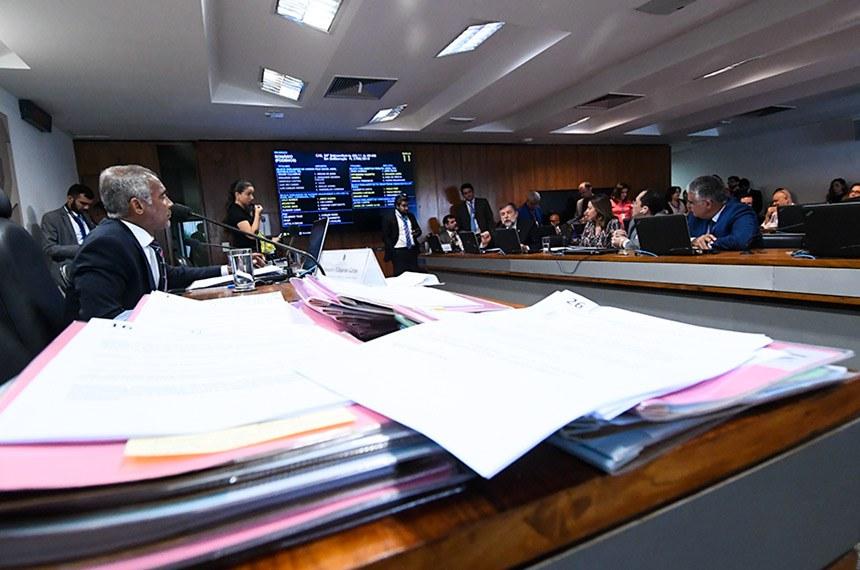 Comissão de Assuntos Sociais (CAS) realiza reunião deliberativa com 35 itens. Entre eles, o PL 3.709/2019, que destina parte do dinheiro das loterias para a saúde.   À mesa, presidente da CAS, senador Romário (Podemos-RJ).  Foto: Geraldo Magela/Agência Senado
