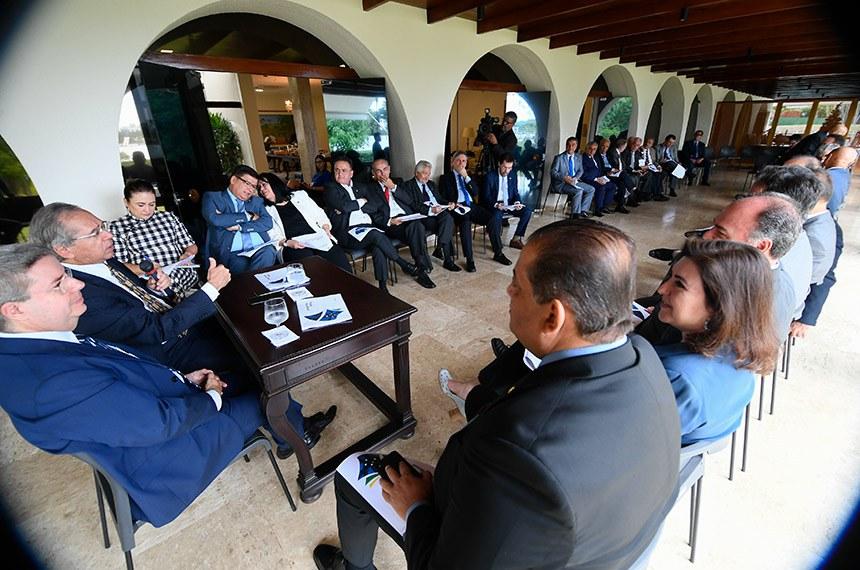 Reunião com ministro Paulo Guedes reuniu mais de 40 paramentares na Residência Oficial do Senado