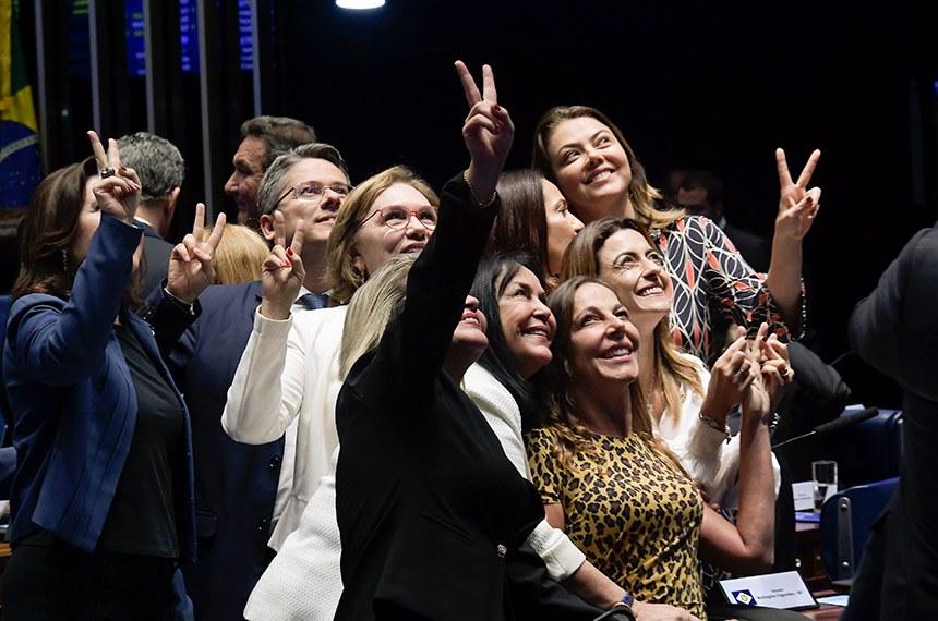 Plenário do Senado Federal durante sessão deliberativa ordinária. Ordem do dia.    Participam: senador Alessandro Vieira (Cidadania-SE); senadora Rose de Freitas (Podemos-ES);  senadora Leila Barros (PSB-DF);  senadora Mara Gabrilli (PSDB-SP);  senadora Soraya Thronicke (PSL-MS);  senadora Zenaide Maia (Pros-RN);  senadora Juíza Selma (Podemos-MT).  Foto: Waldemir Barreto/Agência Senado