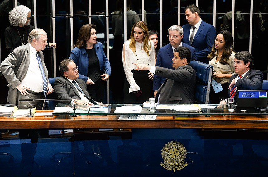 Plenário do Senado Federal durante sessão deliberativa ordinária. Ordem do dia.  Mesa: presidente do Senado Federal, senador Davi Alcolumbre (DEM-AP);  senador Antonio Anastasia (PSDB-MG); senador Tasso Jereissati (PSDB-CE);  senador Roberto Rocha (PSDB-MA);  senador José Serra (PSDB-SP);  senadora Simone Tebet (MDB-MS);  senadora Daniella Ribeiro (PP-PB).  Foto: Waldemir Barreto/Agência Senado
