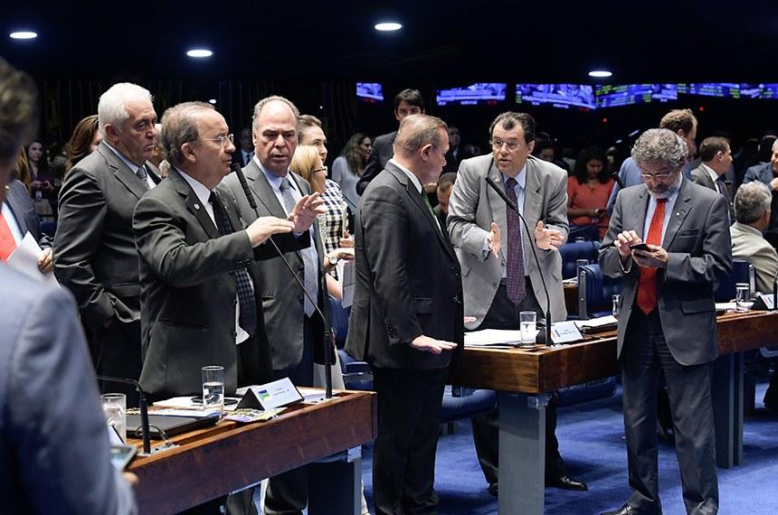 Senadores debatem em Plenário durante a votação da PEC Paralela da reforma da Previdência