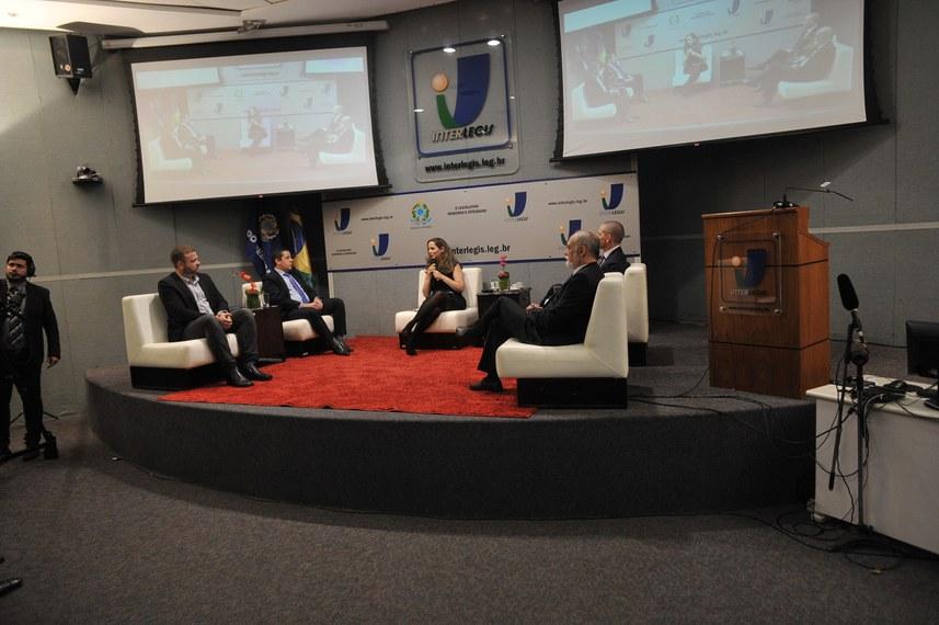 No debate no auditório do programa Interlegis, debatedores falaram de oportunidades e dos problemas que advêm da associação do Brasil com os países emergentes do bloco