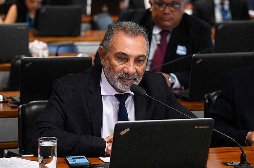 Comissão de Assuntos Econômicos (CAE) realiza reunião deliberativa ordinária.  Em pronunciamento, à bancada, senador Telmário Mota (Pros-RR).  Foto: Marcos Oliveira/Agência Senado
