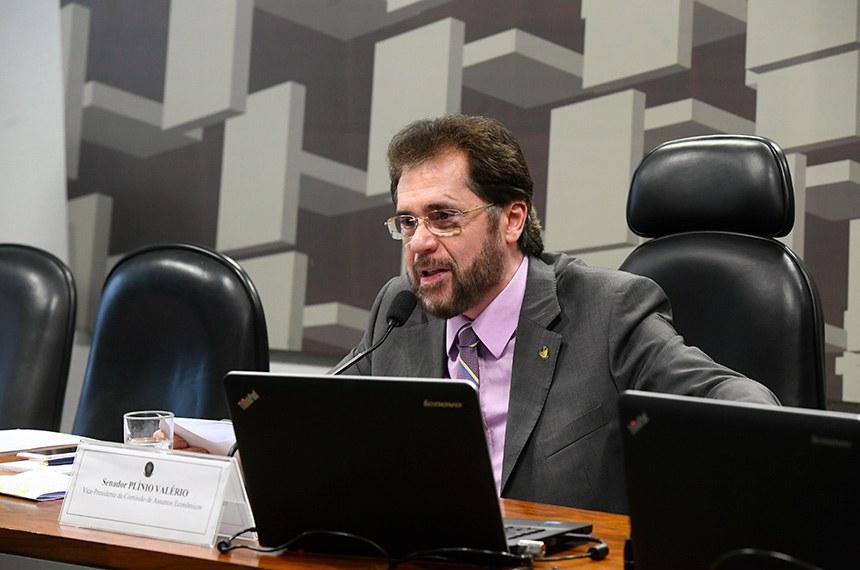 Comissão de Assuntos Econômicos (CAE) realiza reunião deliberativa ordinária.  Em pronunciamento, à mesa, vice-presidente da CAE, senador Plínio Valério (PSDB-AM).  Foto: Marcos Oliveira/Agência Senado