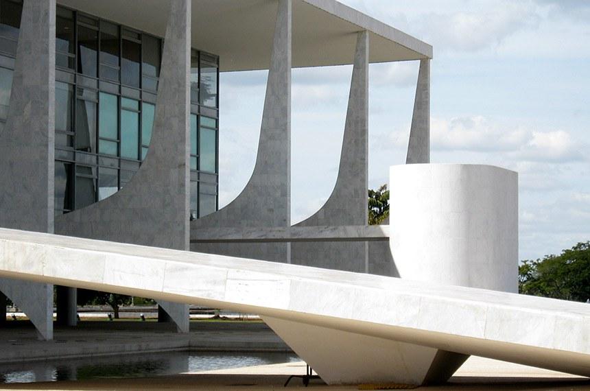 A rampa que leva ao Palácio do Planalto e ao parlamento ao fundo.